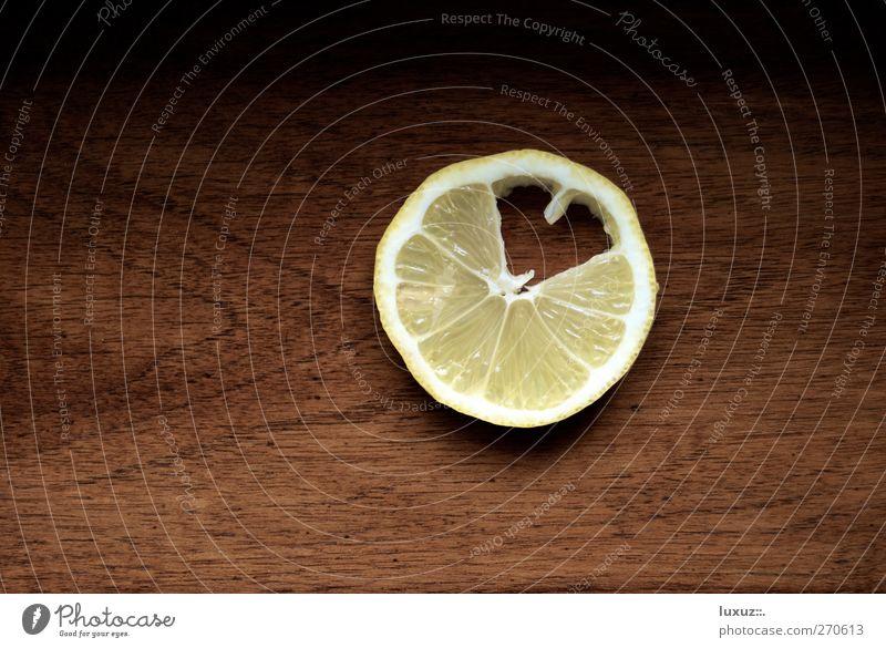Bitter Sweet Liebe sauer süß gelb Liebeskummer Zitrone Herz beißen süß-sauer fresh frisch fruchtig Gesundheit Vitamin Vitamin C Frucht bitter Zutaten