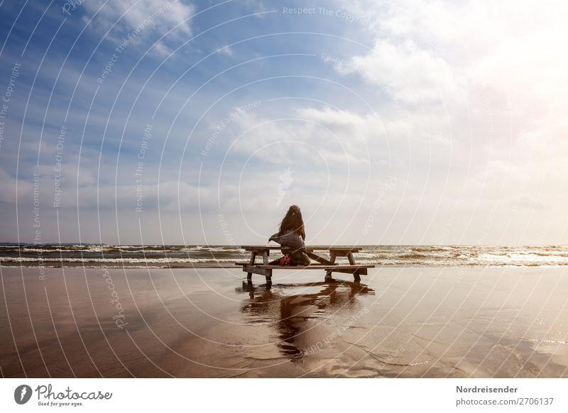 Träumen an der Ostsee Frau Mensch Ferien & Urlaub & Reisen Sommer Wasser Meer Erholung Einsamkeit Ferne Strand Erwachsene Leben feminin Freiheit Sand Stimmung