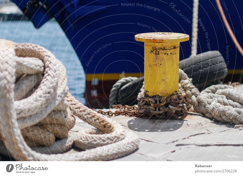 Anlegen alt blau Sonne Meer gelb Wasserfahrzeug Verkehr Technik & Technologie Industrie Seil Hafen Schifffahrt Rost Kette Reifen Verkehrsmittel