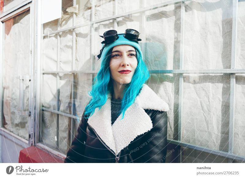 Frau Mensch Jugendliche Junge Frau blau Farbe schön Wolken Freude 18-30 Jahre Erwachsene feminin Stil Freiheit Haare & Frisuren Zufriedenheit