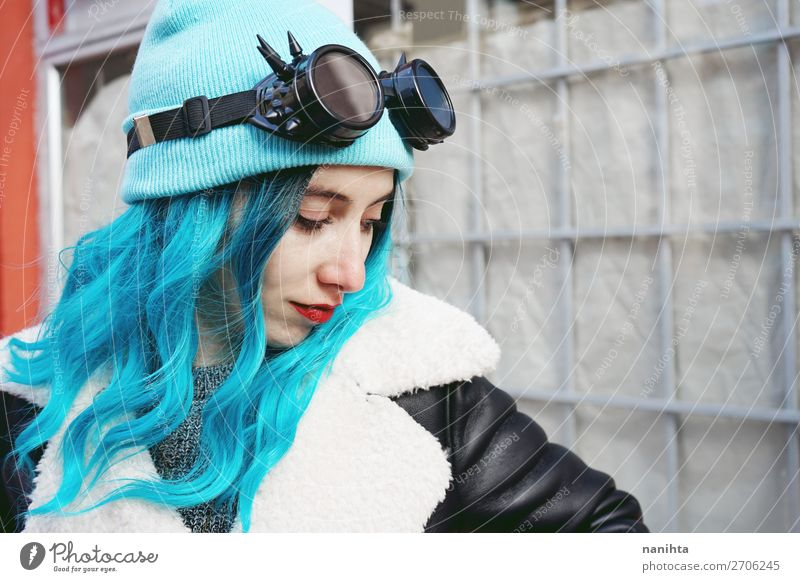Frau Mensch Jugendliche Junge Frau blau Stadt Farbe schön Wolken Freude 18-30 Jahre Erwachsene feminin Stil Haare & Frisuren Metall