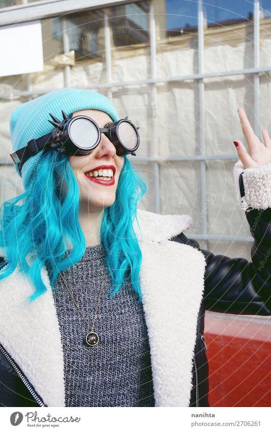 Frau Mensch Jugendliche Junge Frau blau Farbe schön Wolken Freude 18-30 Jahre Erwachsene lustig feminin lachen Stil Haare & Frisuren