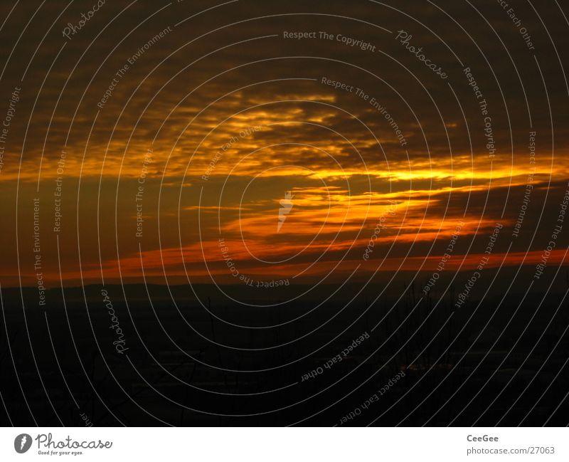 Sonnuntergang Himmel rot Wolken gelb dunkel Beleuchtung Romantik Abenddämmerung