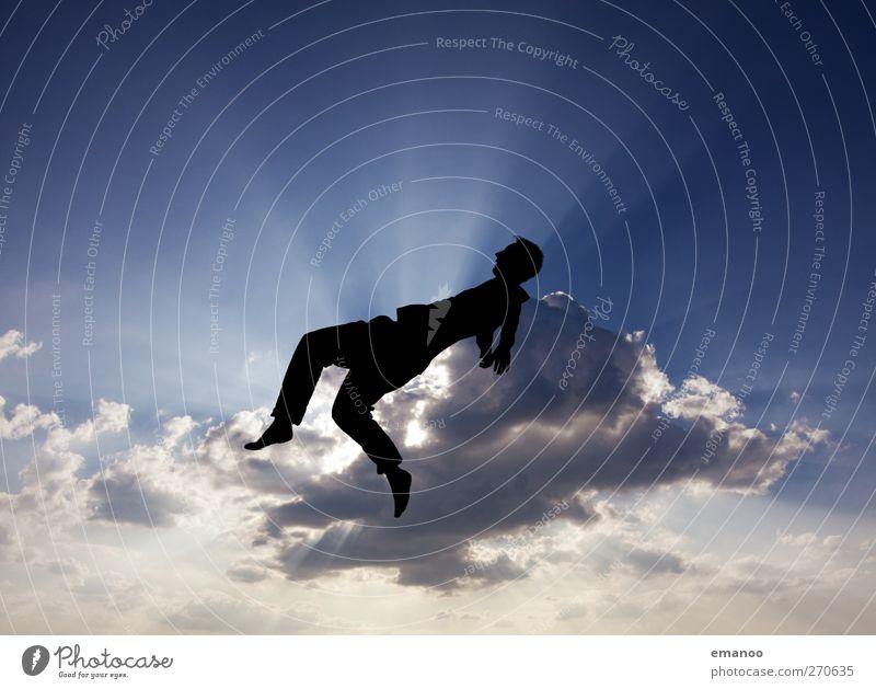 im Wolkenbett Lifestyle Stil Freiheit Mensch Mann Erwachsene Jugendliche 1 Luft Himmel Wetter Bewegung fallen springen hoch blau Kraft Farbfoto Gedeckte Farben