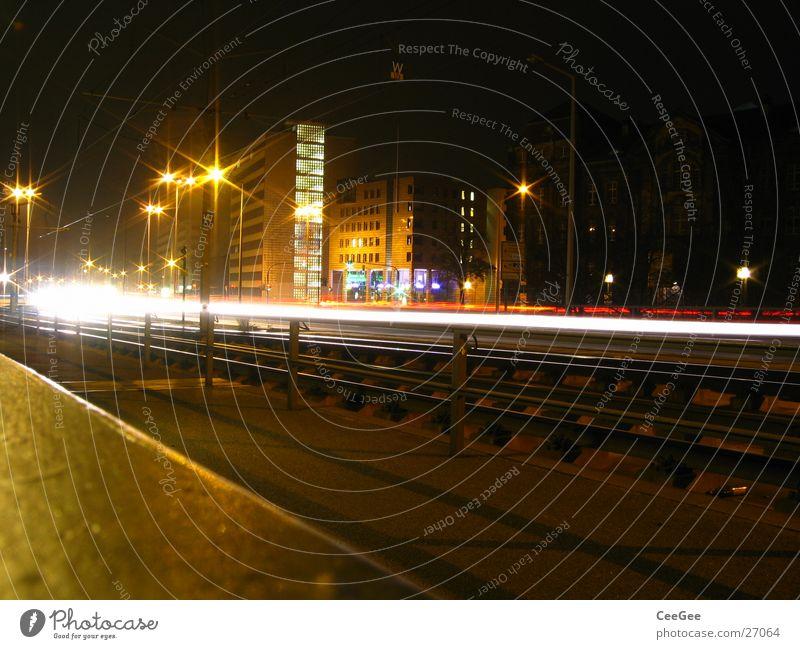 Dresden bei Nacht Stadt schwarz Straße Lampe dunkel PKW Beleuchtung Europa Laterne Skyline
