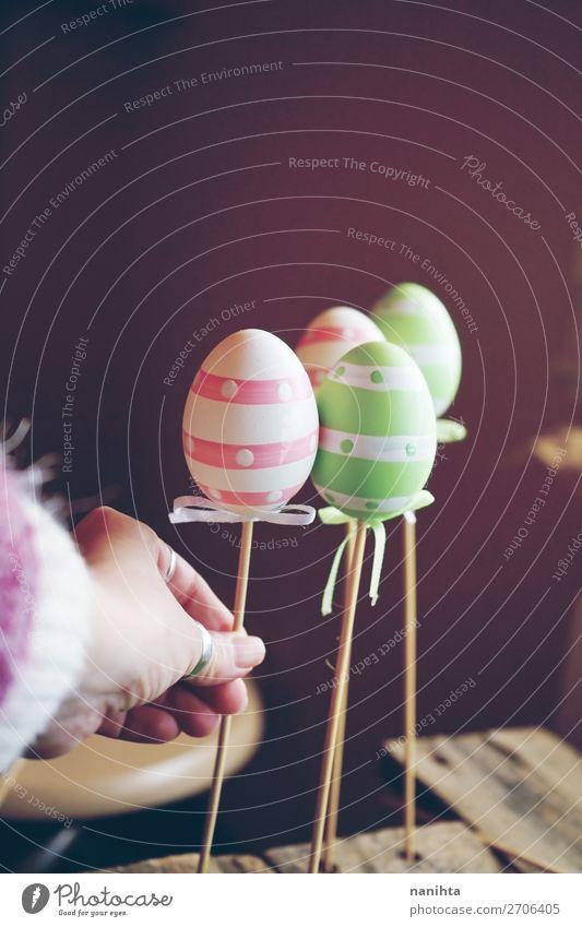 Eine schöne Nahaufnahme von 3 Ostereiern auf Stäbchen Freude Glück Feste & Feiern Ostern Hand Kunst Künstler Natur lustig niedlich Farbe Idee Kreativität