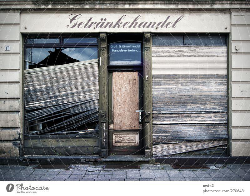 Wirtschaftsblockade Arbeitsplatz Handel Mittelstand Unternehmen Deutschland Menschenleer Bauwerk Gebäude Architektur Mauer Wand Fassade Tür Schaufenster