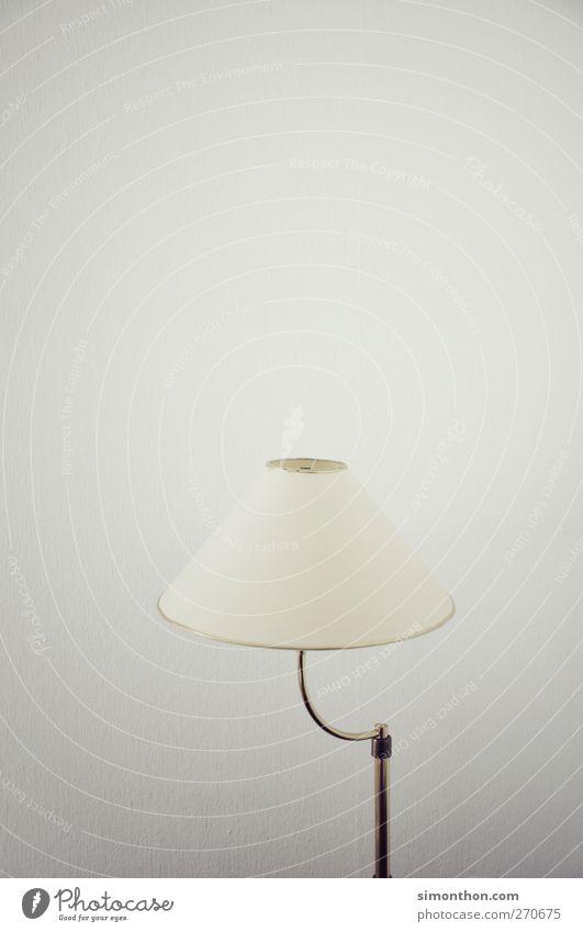 lampe Sammlerstück sparsam Licht Lampe Lichtspiel Lichtschein Lampenschirm Lampenlicht Lampenständer Lampendetail retro Sechziger Jahre Farbfoto