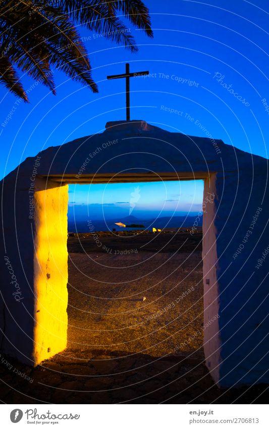 Das Tor zum Paradies? Nachthimmel Sonnenaufgang Sonnenuntergang Kirche Tür Eingangstor Zeichen Kreuz blau gelb Hoffnung Glaube Traurigkeit Trauer Tod