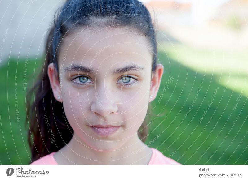 Porträt eines schönen Mädchens aus der Kindheit mit blauen Augen Lifestyle Freude Glück Gesicht Schulkind Mensch Frau Erwachsene Jugendliche Hand Park Hut