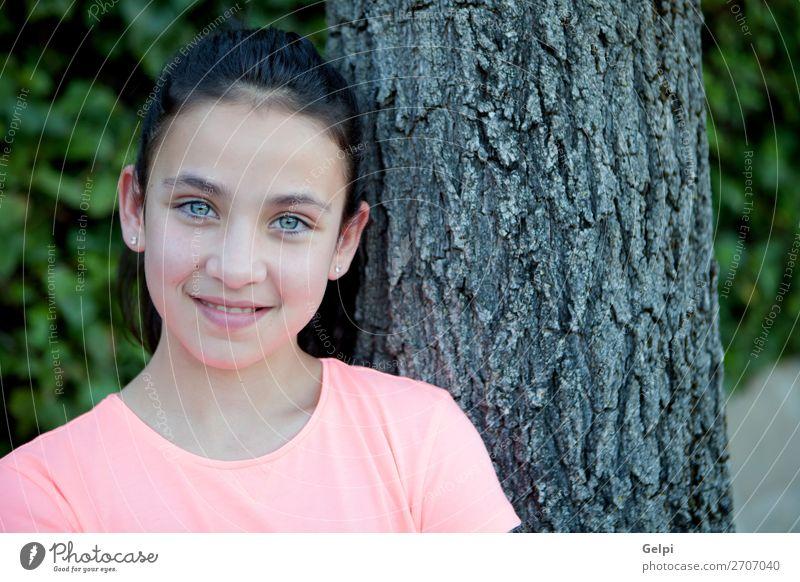 Glückliches Mädchen mit blauen Augen lächelnd. Lifestyle Stil Freude schön Gesicht ruhig Sommer Kind Mensch Frau Erwachsene Jugendliche Baum Mode brünett