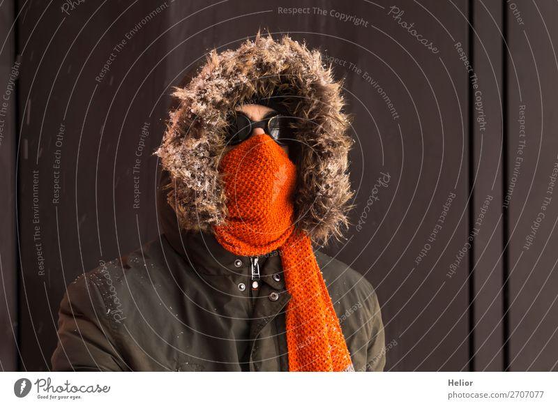 Ein Abenteurer im Winter mit altmodischer Sonnenbrille Ferien & Urlaub & Reisen Abenteuer Expedition Schnee Wintersport Mann Erwachsene 1 Mensch 30-45 Jahre Eis