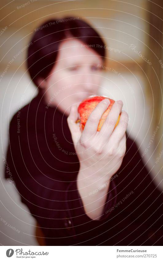 An apple a day keeps the doctor away! Lebensmittel Ernährung Frühstück Bioprodukte Vegetarische Ernährung feminin Junge Frau Jugendliche Erwachsene Hand Finger