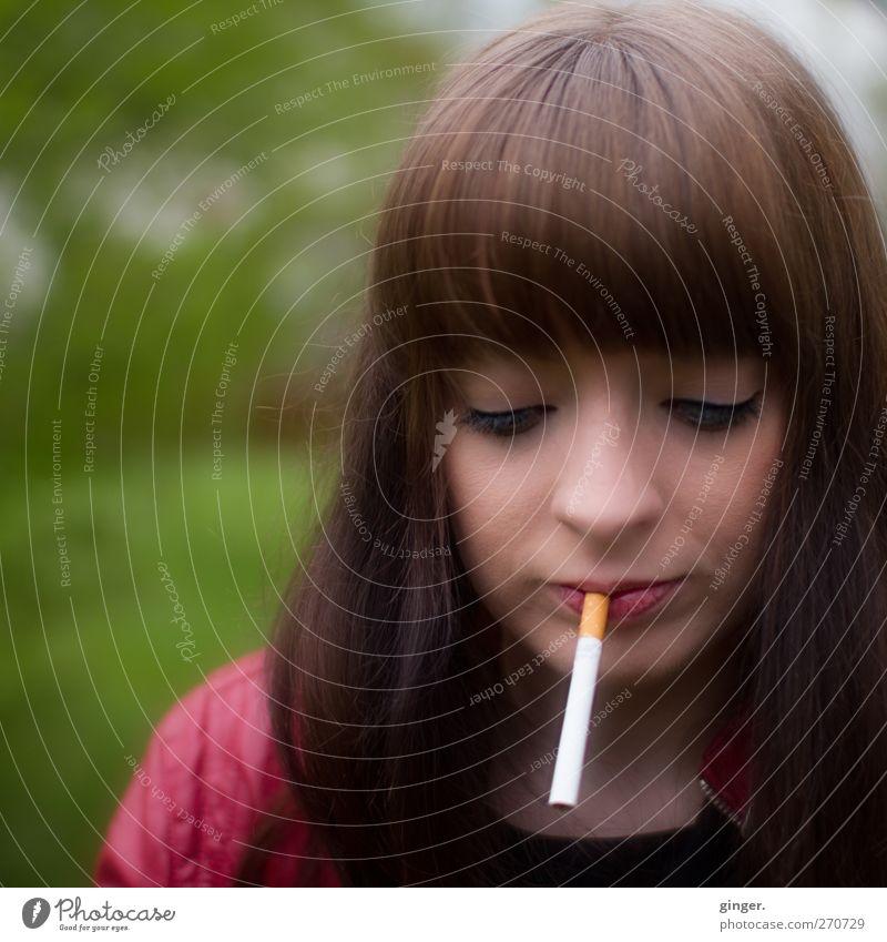 Hiddensee | Erst mal eine rauchen Mensch feminin Junge Frau Jugendliche Erwachsene Leben Kopf Haare & Frisuren Gesicht Auge Nase Mund Umwelt Wiese Rauchen