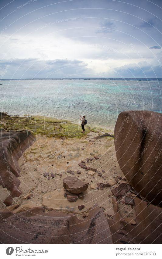 ANSE SOURCE D'ARGENT, LA DIGUE La Digue anse source d'argent Seychellen Afrika Ferien & Urlaub & Reisen Reisefotografie Frau Strand Sand Meer Horizont Granit