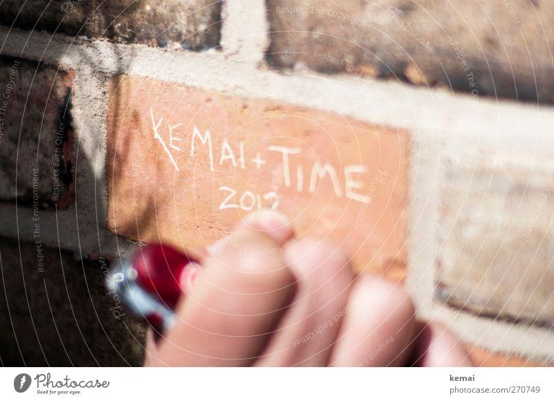 AST5 | Für immer Finger Mauer Wand Backstein Backsteinwand Stein Zeichen Schriftzeichen Ziffern & Zahlen Graffiti schreiben hell Freundschaft einritzen