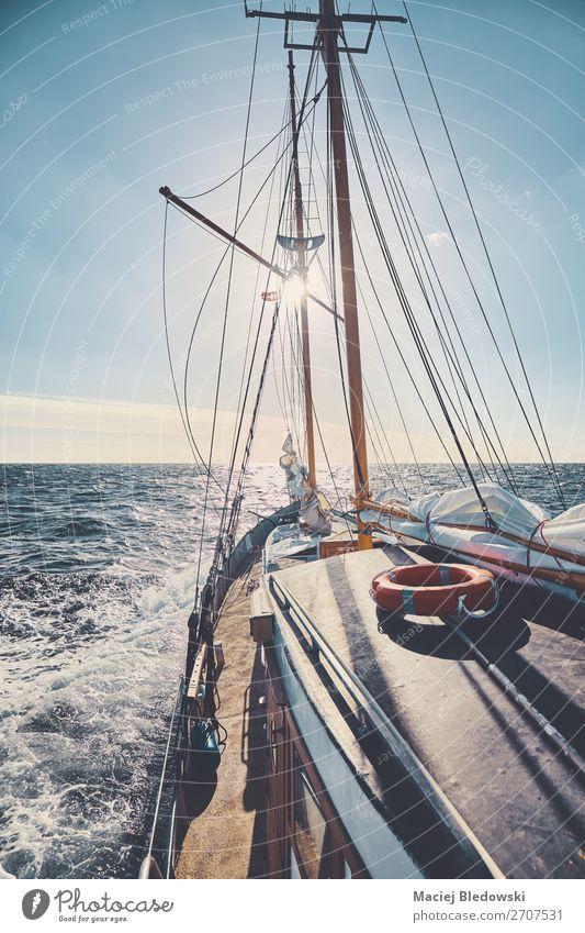Alter Schoner bei Sonnenuntergang. Lifestyle Freizeit & Hobby Ferien & Urlaub & Reisen Tourismus Ausflug Abenteuer Ferne Freiheit Kreuzfahrt Meer Segeln Himmel