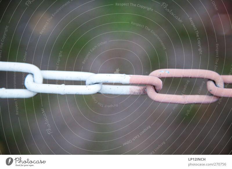 Verbunden weiß rot gefährlich Hinweisschild Zusammenhalt Barriere Kette Verbote verbinden Halt Verbundenheit Warnschild Kettenglied