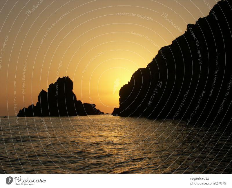 Sonnenuntergang auf Lipari Wasser Meer Italien Abenddämmerung