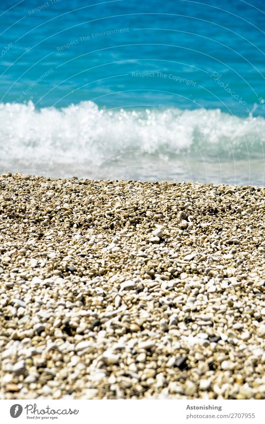 Strand in Albanien Umwelt Natur Landschaft Wasser Sommer Schönes Wetter Wellen Küste Meer Mittelmeer Stein Sand kalt Kitsch schön blau gelb weiß Kies