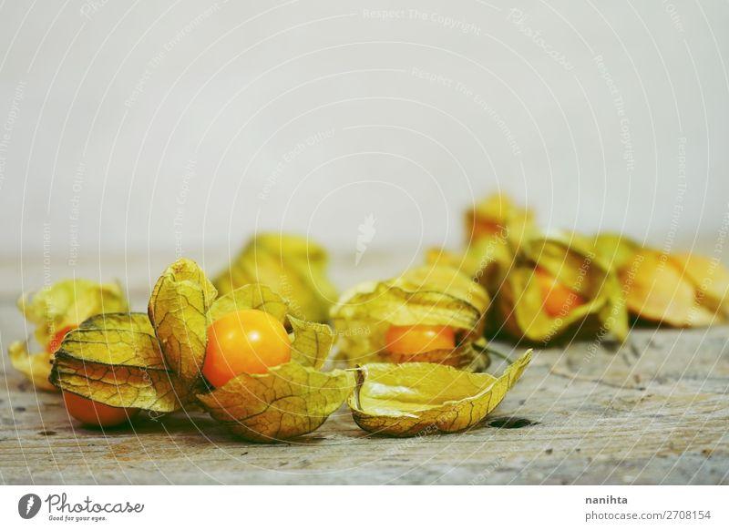 Schöne und elegante Makro-Nahaufnahme der Physalis Lebensmittel Frucht Dessert Ernährung Bioprodukte Vegetarische Ernährung Design exotisch schön Restaurant