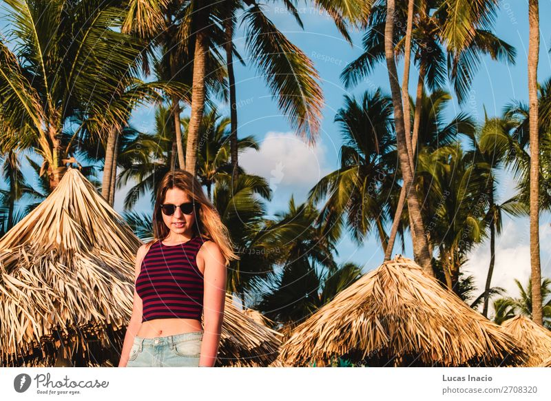 Mädchen an den Bavaro Stränden in Punta Cana, Dominikanische Republik Glück Ferien & Urlaub & Reisen Tourismus Sommer Strand Meer Insel Frau Erwachsene Umwelt