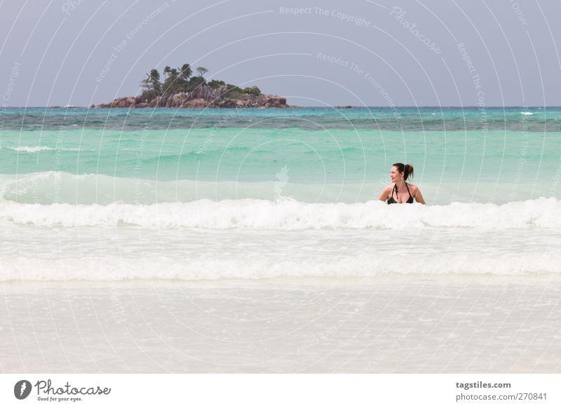 ST. PIERRE Frau Meer Seychellen Saint-Pierre Praslin Natur Ferien & Urlaub & Reisen Erholung Schwimmen & Baden Im Wasser treiben Wellen Brandung Insel