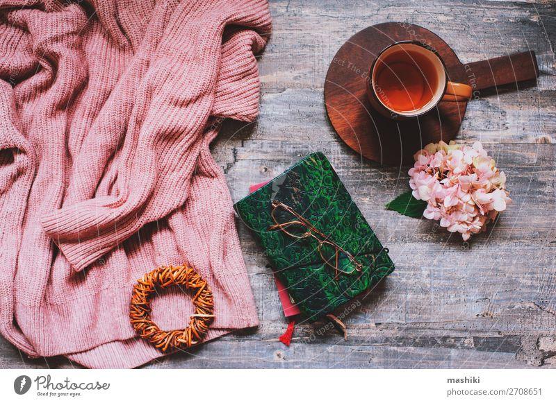 Herbst oder Sommer Gartentischaufsatz mit gemütlichem Pullover Frühstück Kaffee Design Erholung Freizeit & Hobby Ferien & Urlaub & Reisen