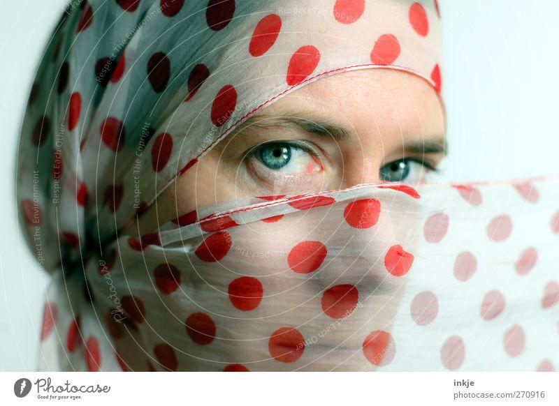sunny VI Lifestyle schön Frau Erwachsene Leben Gesicht Frauengesicht 1 Mensch 30-45 Jahre Tuch Kopftuch Punkt Blick rot Gefühle Stimmung zurückhalten Glaube