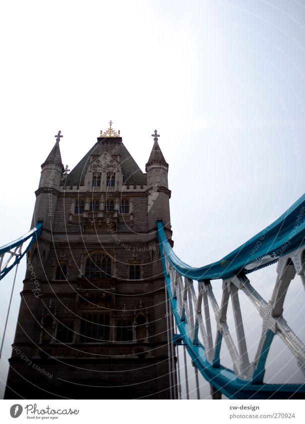 zwischen Southwark und Tower Hamlets alt Stadt Straße Wand Architektur Wege & Pfade Mauer Gebäude Fassade Europa Brücke Turm Technik & Technologie Bauwerk historisch Verkehrswege
