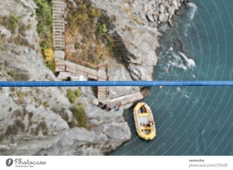 Im Canyon Ferien & Urlaub & Reisen Natur Wasser Felsen Flussufer Schlauchboot unten blau Neuseeland Queenstown Wasserfahrzeug Seil runterschauen