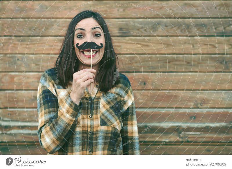 Lustige junge Frau mit Schnurrbart am Stock Lifestyle Freude Glück Entertainment Veranstaltung Feste & Feiern Karneval Jahrmarkt Mensch feminin Junge Frau