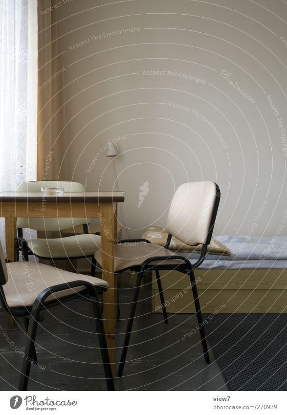 Raucherzimmer alt Ferien & Urlaub & Reisen Ferne Innenarchitektur braun Raum Ordnung authentisch Tisch Zukunft Häusliches Leben Bett retro einzigartig Stuhl Rauchen