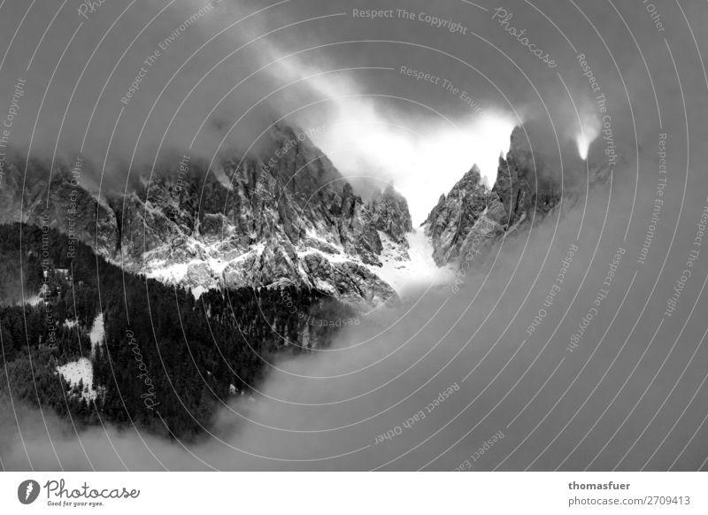 Hoffnungsschimmer Himmel Natur Landschaft Wolken Winter Ferne Berge u. Gebirge dunkel Schnee Felsen Ausflug wandern Nebel Abenteuer bedrohlich Gipfel