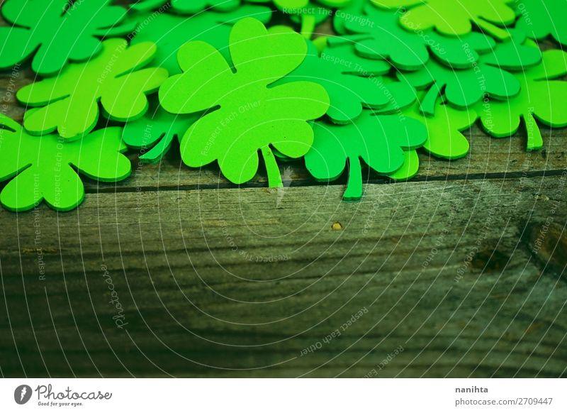Wunderschöne Nahaufnahme eines Haufens von grünen Kleeblättern. Design Glück Tisch Tapete Feste & Feiern Kultur Blatt Papier Holz Ornament trendy Farbe