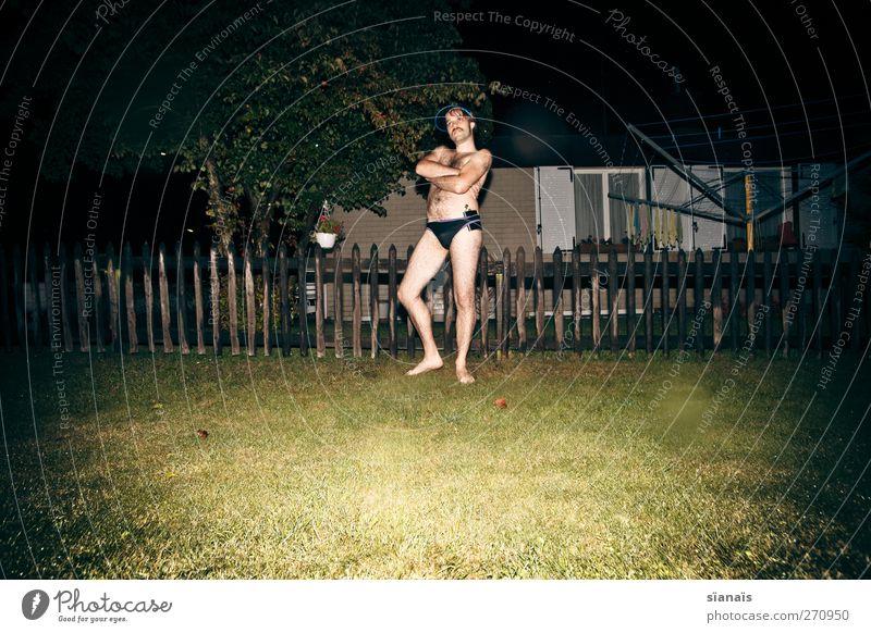 Troglodytes Aedon Freude schön Häusliches Leben Nachtleben Mensch maskulin Homosexualität Mann Erwachsene Körper Kunst Haus Garten Bikini Badehose stehen