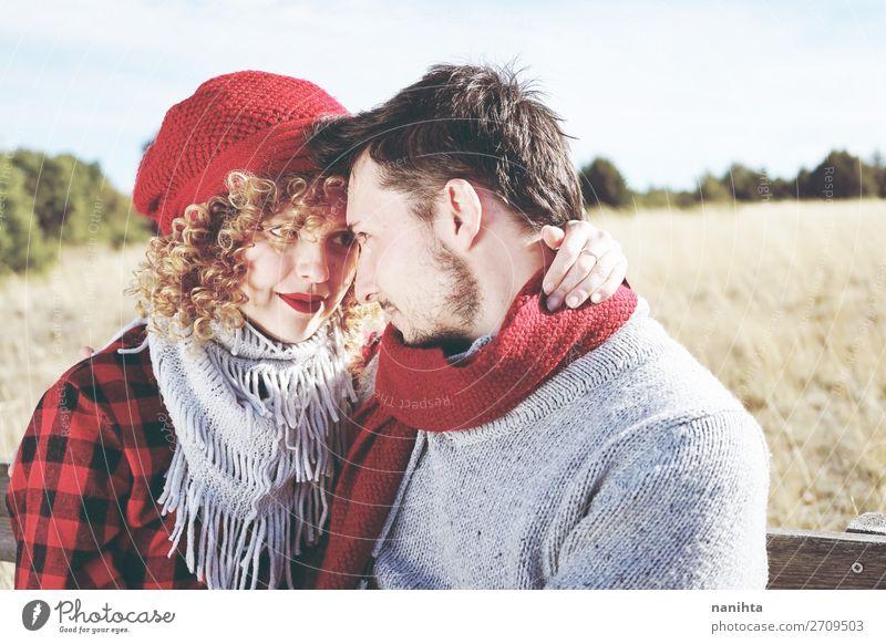 Romantisches junges Liebespaar sieht sich an. Lifestyle Glück schön Leben Sonnenbad Valentinstag Mensch maskulin feminin Frau Erwachsene Mann