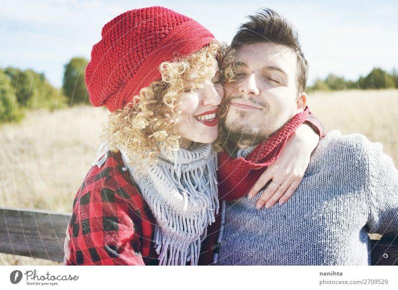 Romantisches und glückliches junges Paar Lifestyle Freude Glück schön Leben Sonnenbad Valentinstag Mensch maskulin feminin Frau Erwachsene Mann