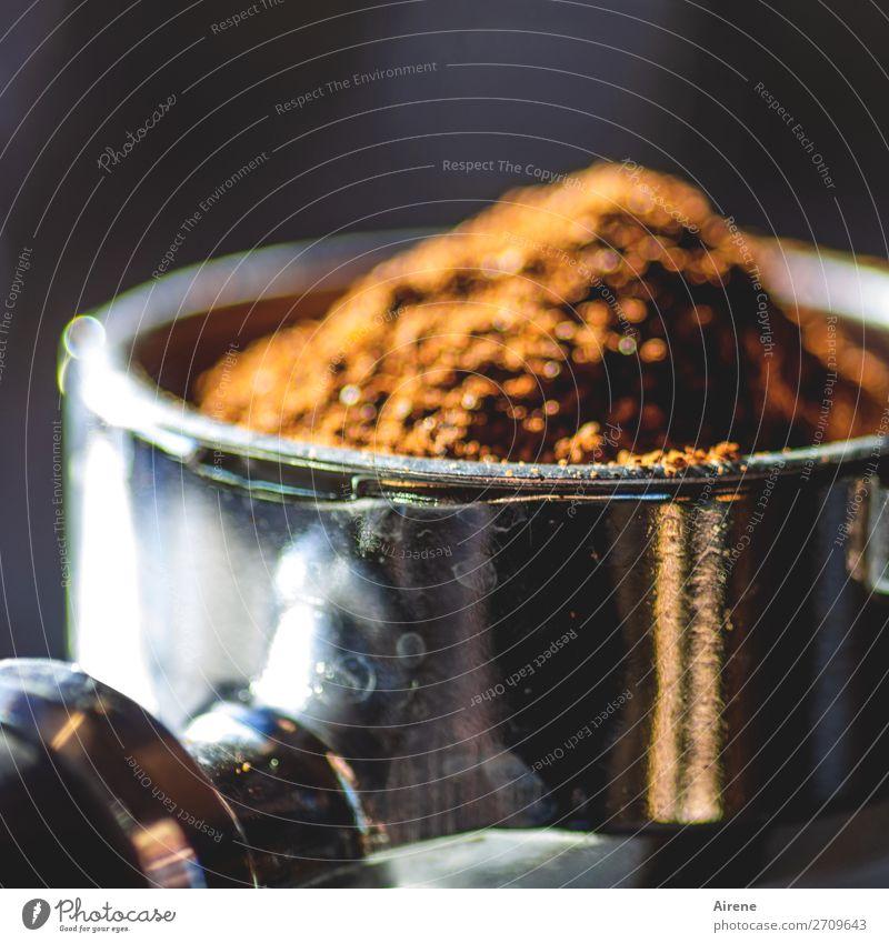 Tagesauftakt Kaffee Kaffeetrinken gemahlen duftend schwarzer Kaffee Kaffeesatz Espresso Kaffeepulver Espressomaschine Kaffeemaschine aufwachen Morgenkaffee