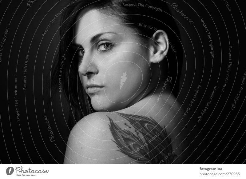 ey baby! feminin Junge Frau Jugendliche Körper Haut Kopf Haare & Frisuren Gesicht 1 Mensch 18-30 Jahre Erwachsene Mode Tattoo schwarzhaarig dunkel modern Erotik