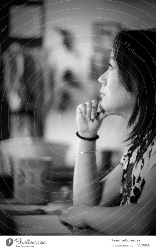 Full of thoughts. Mensch Frau Jugendliche ruhig Erwachsene Fenster feminin Denken Kunst Junge Frau Freizeit & Hobby Arme sitzen 18-30 Jahre planen Stuhl