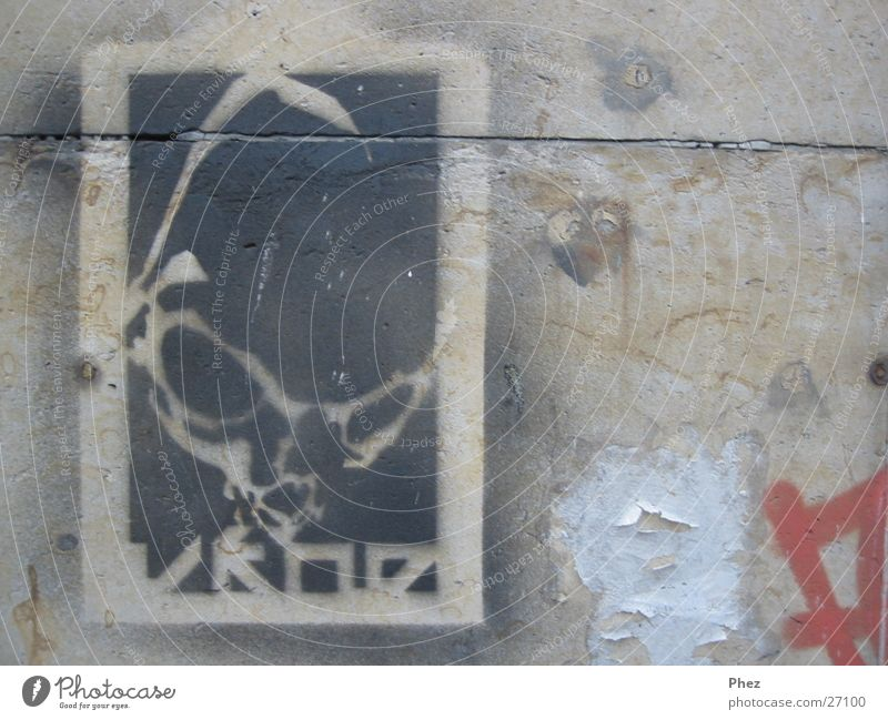 sprüh alien Farbe Wand Kopf Mauer Graffiti dreckig schäbig Poster Außerirdischer Straßenkunst Fototechnik Sandstein Schablone Fetzen Anarchie