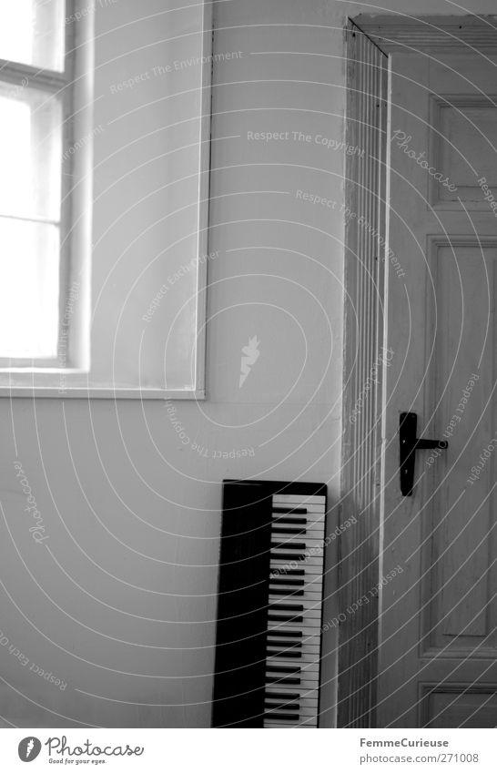 Proberaum. weiß Freude ruhig Fenster Wand Büro Musik Tür Raum Wohnung Freizeit & Hobby geschlossen Ordnung stehen Klarheit Konzert