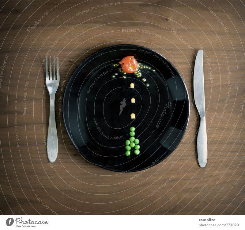 Plate Invaders Freude Lebensmittel Freizeit & Hobby Ernährung retro Kreativität Küche Gemüse skurril Krieg Teller Bioprodukte Zerstörung Surrealismus Messer