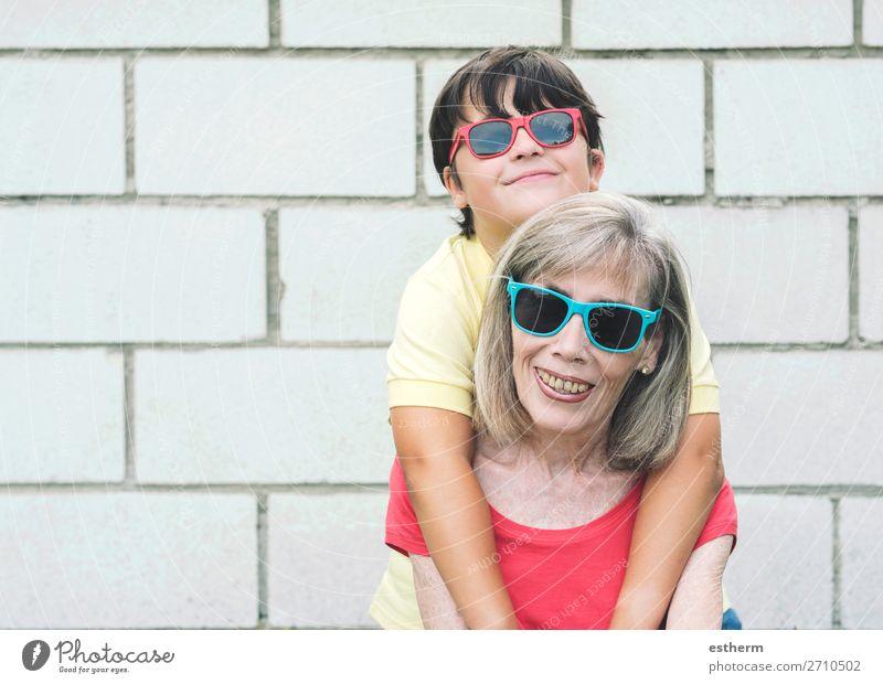 lustige Großmutter und Enkelin Lifestyle Freude Ruhestand Mensch maskulin feminin Kind Weiblicher Senior Frau Großeltern Familie & Verwandtschaft Kindheit 2