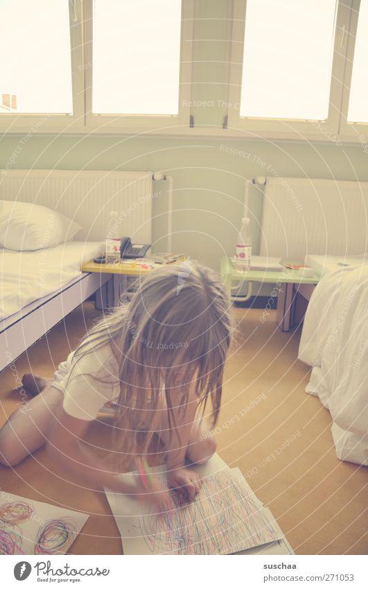 malen extrem Mensch Kind Mädchen feminin Haare & Frisuren Kopf Beine Autofenster Raum Kindheit Arme Papier Bett Kreativität Gemälde