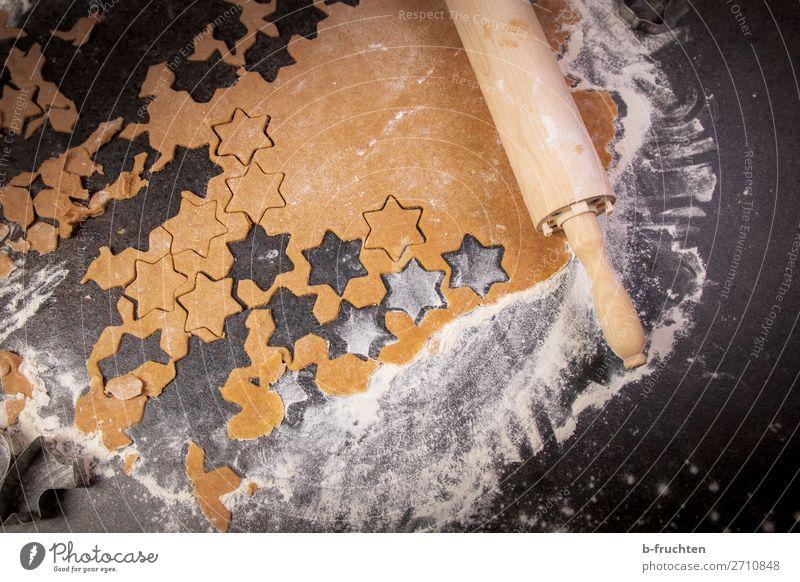 Sterne ausstechen Lebensmittel Teigwaren Backwaren Süßwaren Ernährung Feste & Feiern Weihnachten & Advent Koch Küche Arbeit & Erwerbstätigkeit gebrauchen liegen