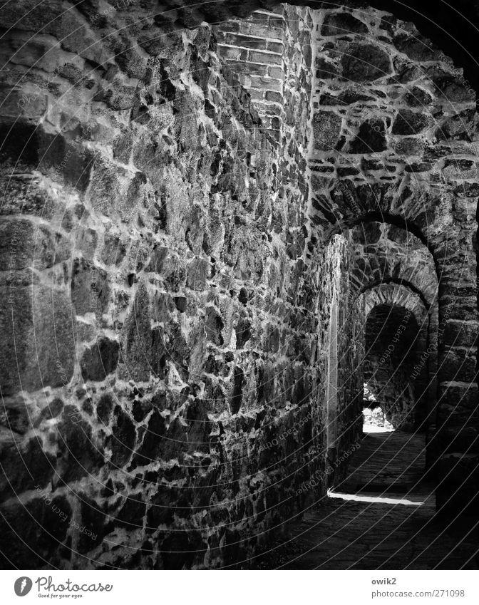 Straße der Romanik alt ruhig dunkel Wand Wege & Pfade Stil Mauer Ordnung ästhetisch Kirche einfach Ewigkeit Sicherheit historisch Vergangenheit Zusammenhalt