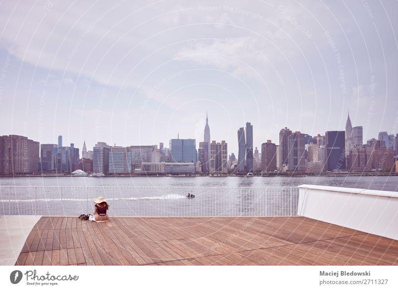 Skyline von New York City von der Aussichtsplattform aus gesehen. Ferien & Urlaub & Reisen Ausflug Ferne Freiheit Sightseeing Städtereise Himmel Fluss
