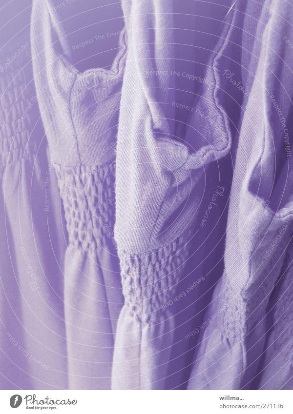 smokalarm kaufen Handel Mode Bekleidung Kleid violett sommerlich Sommerkleid Auswahl verkaufen gesmokt Farbfoto Außenaufnahme Detailaufnahme Menschenleer